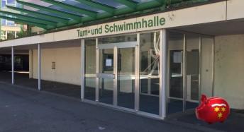 Der Eingang zur Birsfelder Schwimmhalle